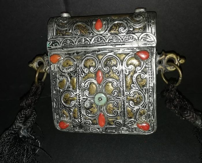 Stationary box - Silvered bronze - Afghanistan - Early 20th century