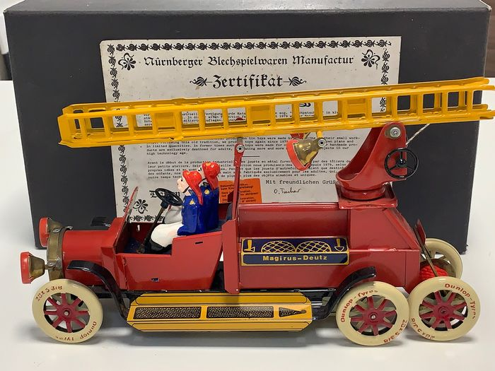 Tucher & Walther - T204 - Push Back Ladder Fire Fighting Truck with Crew - 1980-1989 - Germany