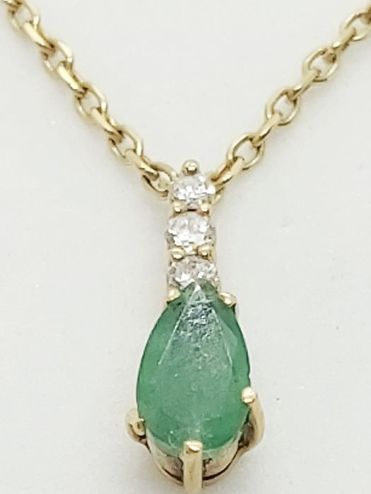 18 kt. Yellow gold - Necklace with pendant - 0.50 ct Emerald - Diamonds