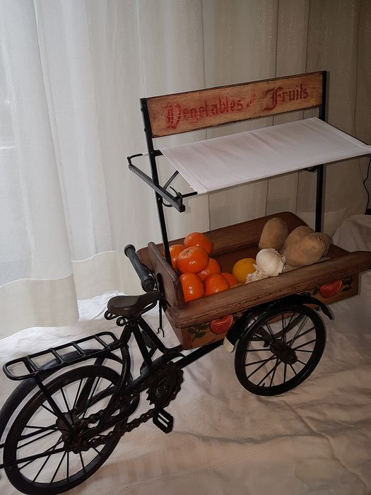Large (65 cm) scale model cargo bike Vegetables and fruits