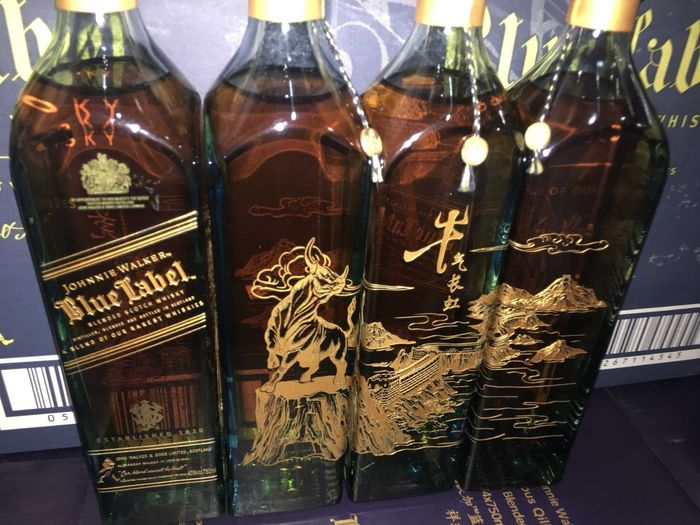 """Johnnie Walker Blue Label - Special Release - """"Strong Like Bull"""" Edition - 75cl - 4 bottles"""