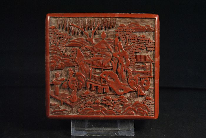 Box (1) - Red cinnabar paintwork - China - 19th century