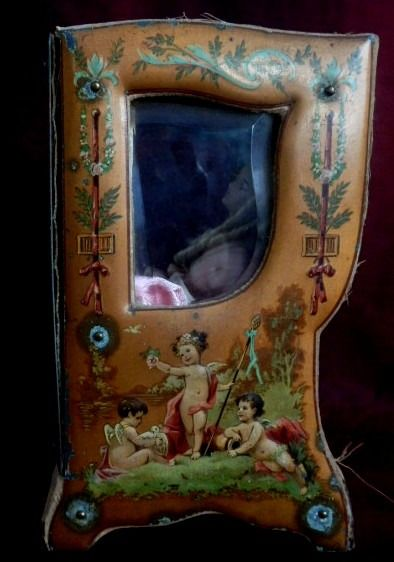 "Sedan chair ""Vernis Martin""  vitrine with doll. ca. 1900's - Napoleon III Style - Lacquer, Porcelain, Velvet, Wood - Early 20th century"