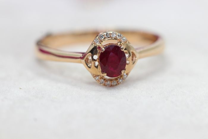 18 kt. Yellow gold - Ring - 0.30 ct Ruby - Diamonds