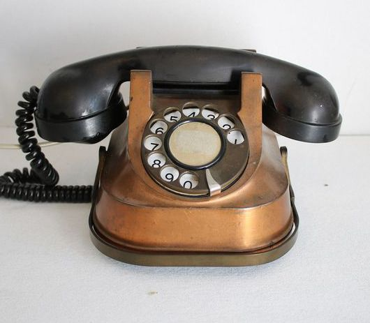 ATEA - RTT56 - A vintage brass telephone from the 1950s - copper bakelite
