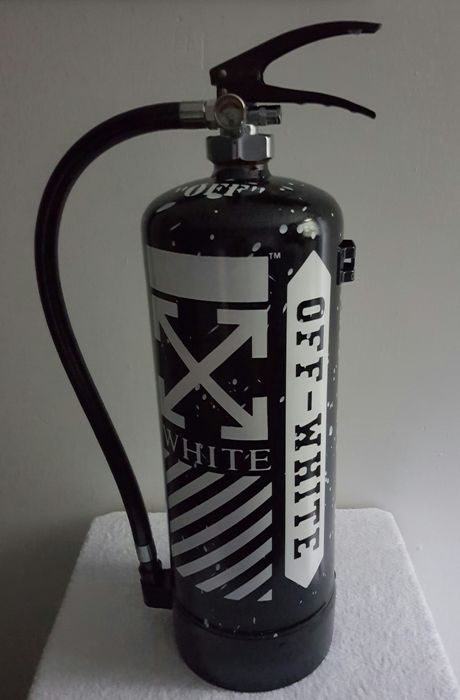 Moontje - OFF WHITE  METALLIC BLCK EDITION Fire extinguisher