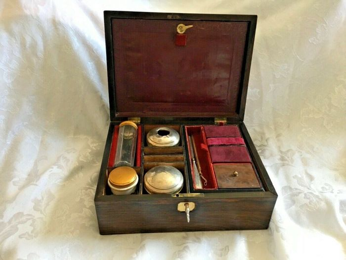 Vanity, travel case - Victorian - Rosewood - Second half 19th century