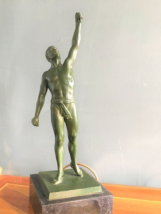 Athlete sculpture with green patina - Spelter - First half 20th century