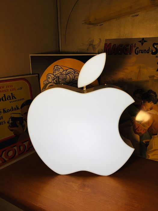 Apple Desk/Wall Collectible  Lamp - Promotion material - With replacement box