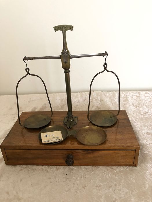 Balance or scale - Brass - Late 19th century