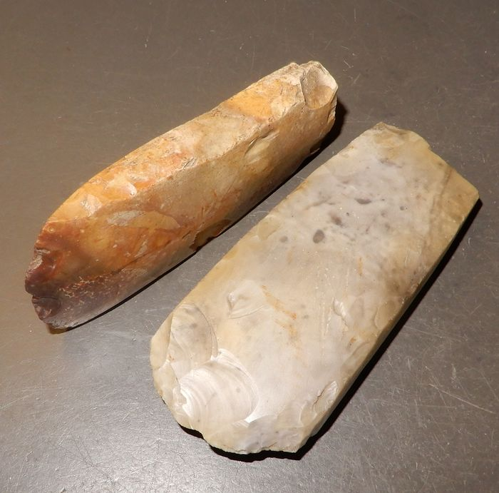 Prehistoric, Neolithic Flint Thinbladed polished axes. 9½ & 10½ cm.  - (2)