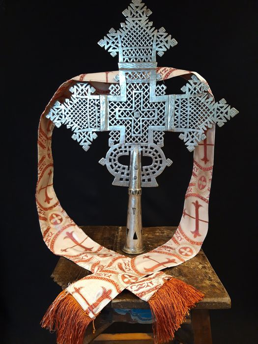 Gigantisch kruis uit Aksum - Old Coptic procession cross from Ethiopia - Alloy of silver, copper and nickel