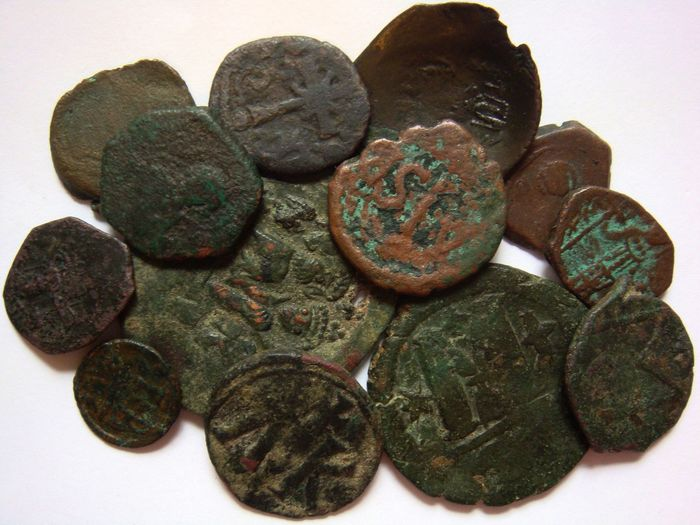 Empire byzantin - 13 x AE early and late coinage (5th-11th Cent. AD)