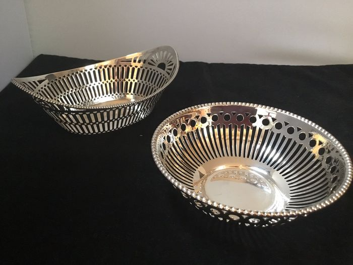 Bonbon dishes (2) - 835/000 and 925/000 - The Netherlands / England - Second half 20th century