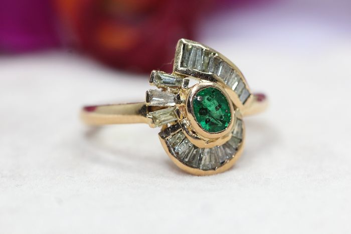 18 kt. Yellow gold - Ring - 0.50 ct Emerald - Diamonds