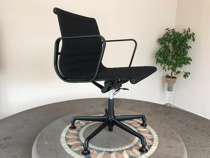 Charles Eames - Vitra - Office chair - EA 117