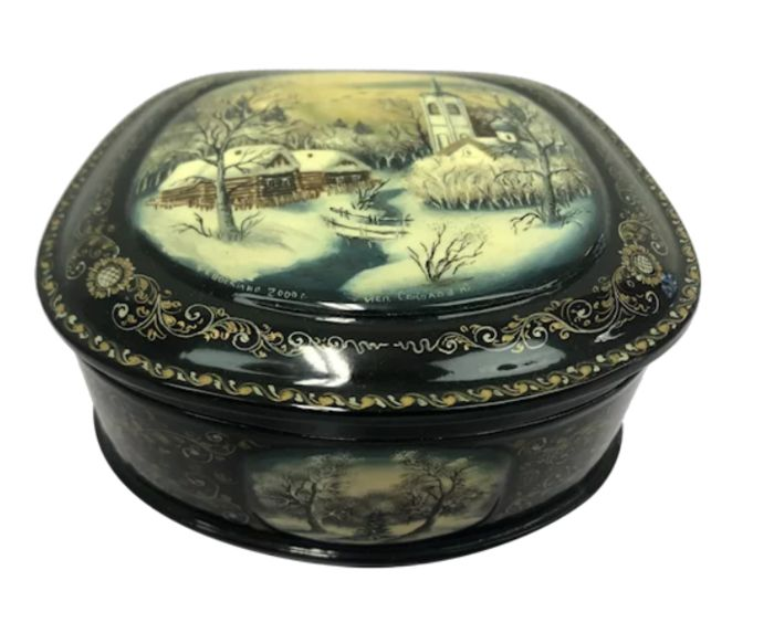 Russian paint box - signed - Lacquer, Papier-mache