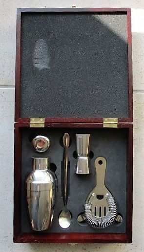 Luxury suitcase with coctail set