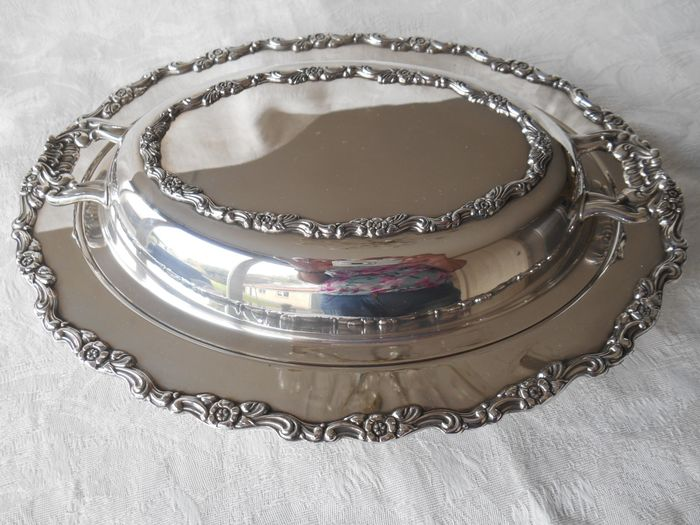 Splendid silver-plated double cloche marked W M Rogers - Silverplate