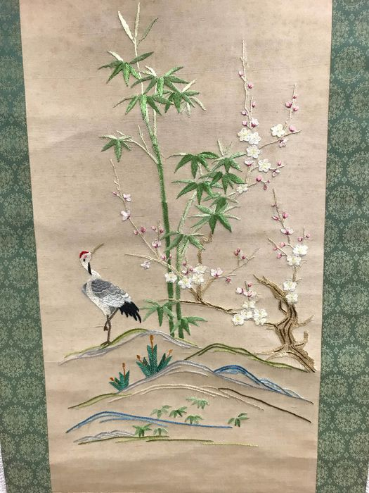 Hanging scroll - Silk and plastic shaft - Crane and bamboo plum embroidery - Japan - Late 20th century