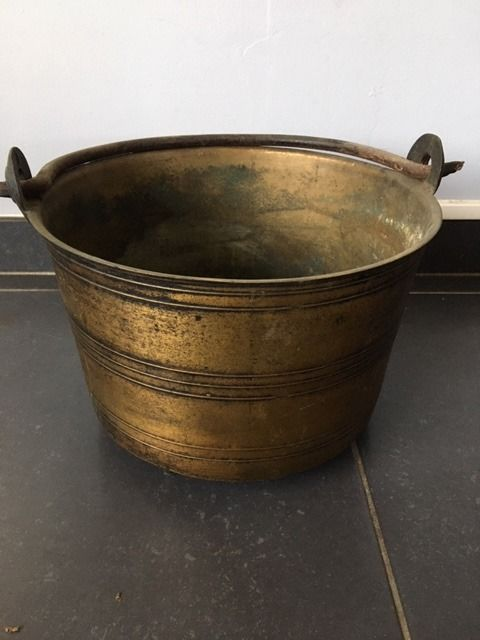 Jar, Antique bronze pot on feet - 3.8 kg - Bronze