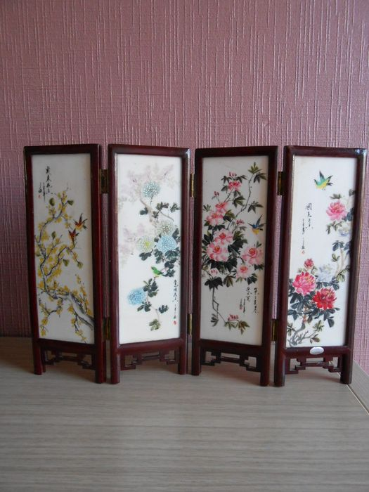 Table screen (1) - Porcelain - Flora - China - Second half 20th century