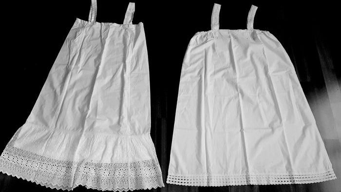Antique hand-embroidered petticoat with lace (2) - Cotton - Early 20th century