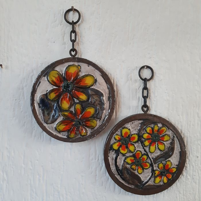 Set of two vintage glazed ceramic wall hangers from the 50s - Flower Power - Ceramic