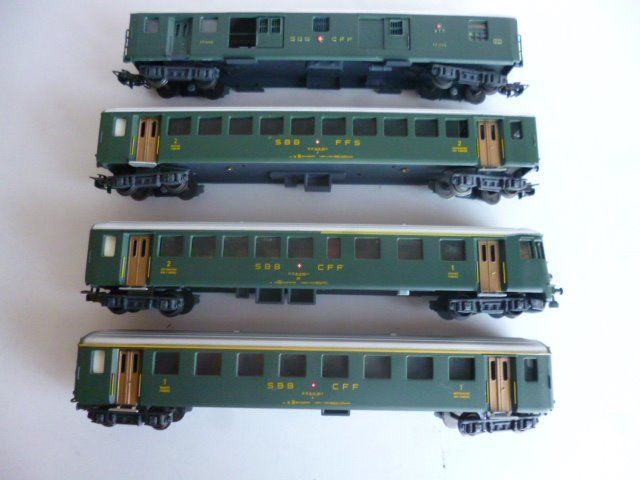 HAG H0 - 410/420/438/486 - Passenger carriage - 1st / 2nd class carriages, with steering wagon and luggage / mail wagon - SBB-CFF