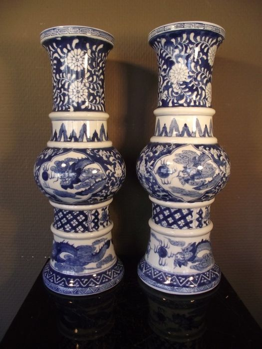 Pair of gu-shape cup vases - Porcelain - China - Second half 20th century