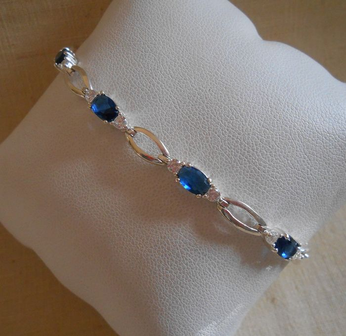 925 Silver - Silver bracelet with 9 blue sapphires and white crystals