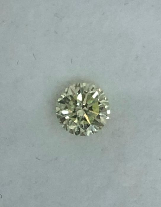 1 pcs Diamond - 0.37 ct - Round - fancy light green yellow - Not mentioned on certificate