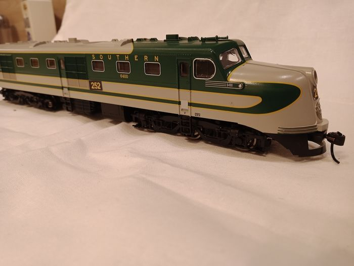 Walthers H0 - 910-9106 - Diesellocomotief - ALCO DL 109 - Southern Railway