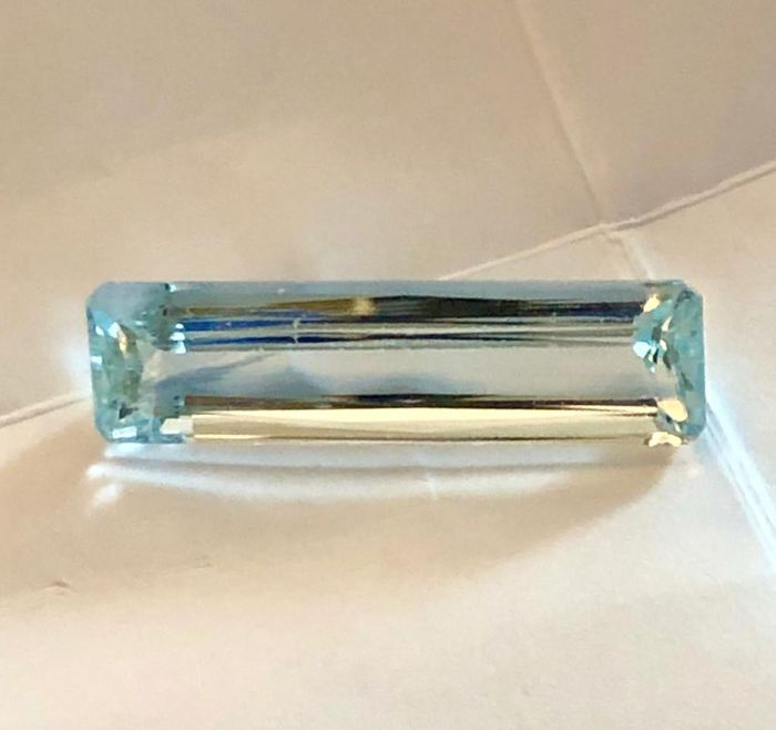 Greenish Blue  Aquamarine - 24.97 ct