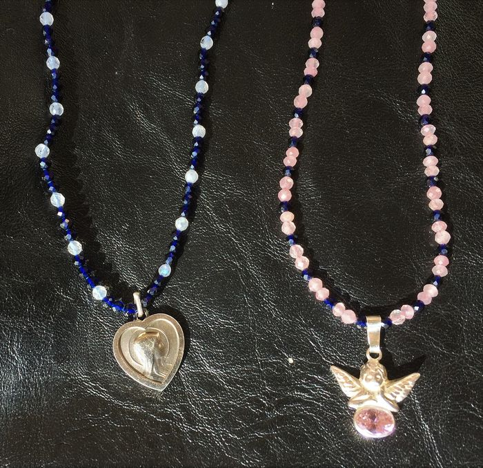 Exclusive medallion with Our Lady of Lourdes and angel with pink quartz, - y  2 collares  con  zafiros azules  , piedra luna y cuarzo rosa ,   Plata 925 .