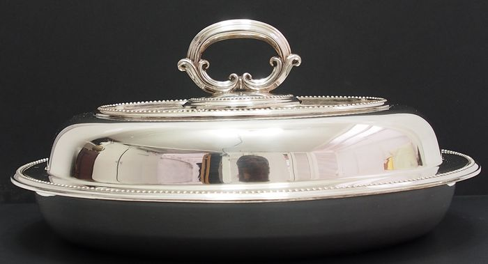 Entree Dish Complete With Lid And Twist handle By Elkington & Co - Victorian - Silverplate