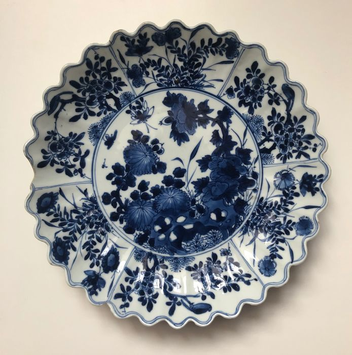 Plate - Porcelain - chinese garden with birds / insects - China - Kangxi (1662-1722)