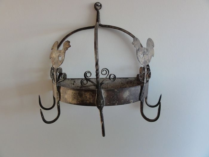 A wall hook - Iron (cast/wrought)