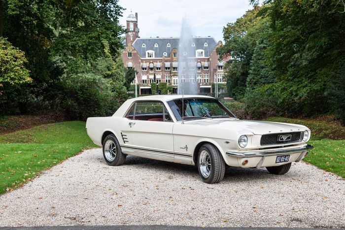 Ford USA - Mustang V8 - 1966