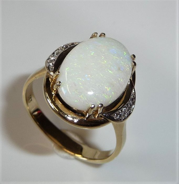 8 karat Gulguld - Ring, Imponerende størrelse - 3.50 ct Australian Opal + 0,06 ct. diamanter