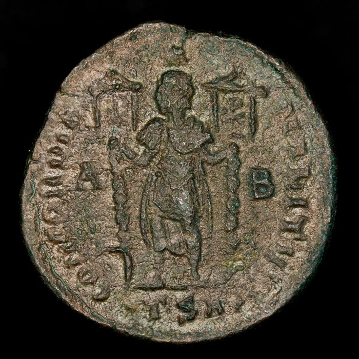 Empire romain - AE Maiorina - Vetranio (350 A.D.)  minted in Thessalonica between march-december 350 A.D. CONCORDIA MILITVM. A/B - Bronze