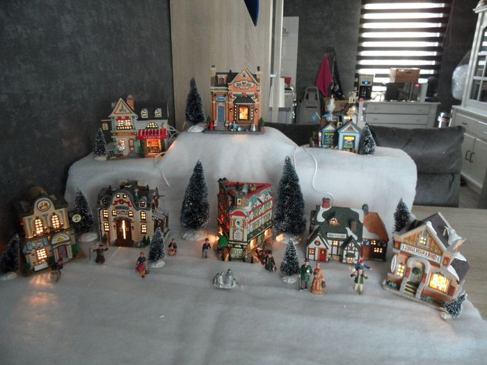 Lemax Village Collection Jingle Bells /& More Christmas Store 85411