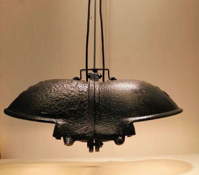 Industrial hanging lamp - one of a kind - All Gray - Cast Iron & Enamel