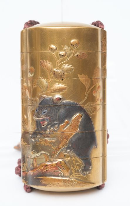 Inro - gilded wood - Rare inro with a large mouse and a small cat in raised gold takamakie-lacquer by Yoyusai - Japan - Late Edo period