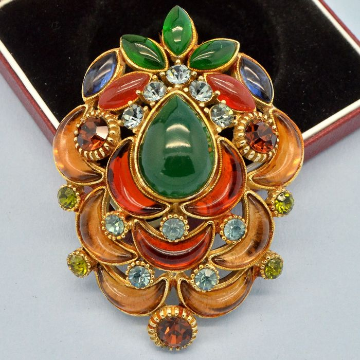 Sphinx Rare Large Vintage Poured Glass Crystals Gold Plated - Brooch