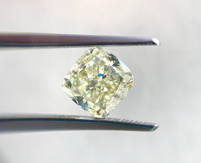 1 pcs Diamond - 2.31 ct - Cushion - fancy light yellow - SI1