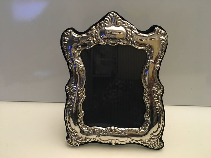 Highly Embossed Decorated Sterling silver photo frame  (1) - Silver - U.K. - 2000
