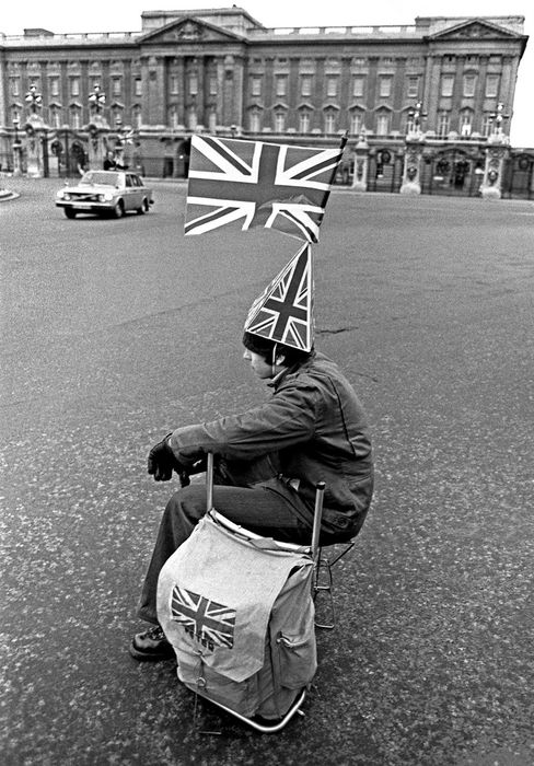 Bryn Campbell (1933-)  - Silver Jubilee, London, 1977