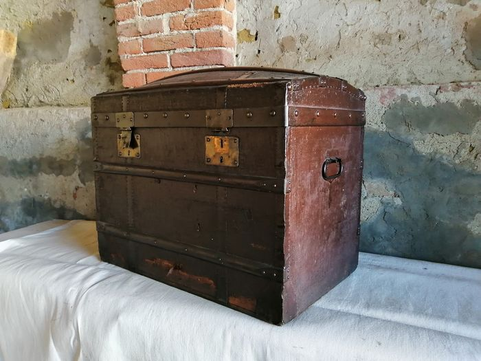Ancient traveller's trunk - Wood - Second half 19th century