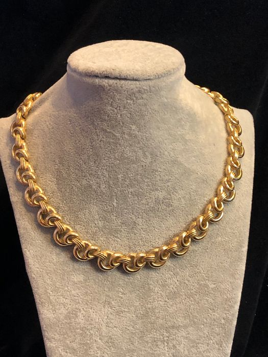 Gold-plated - Crown Trifari interlocking circle design necklace